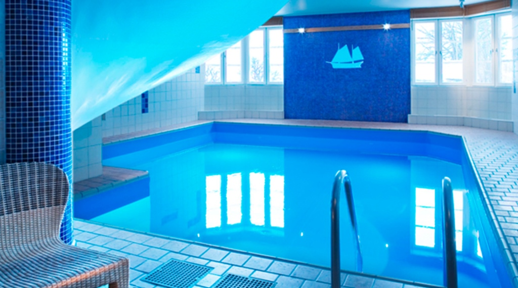 Luxurious indoor pool at Quality Statt Hotel in Hudiksvall