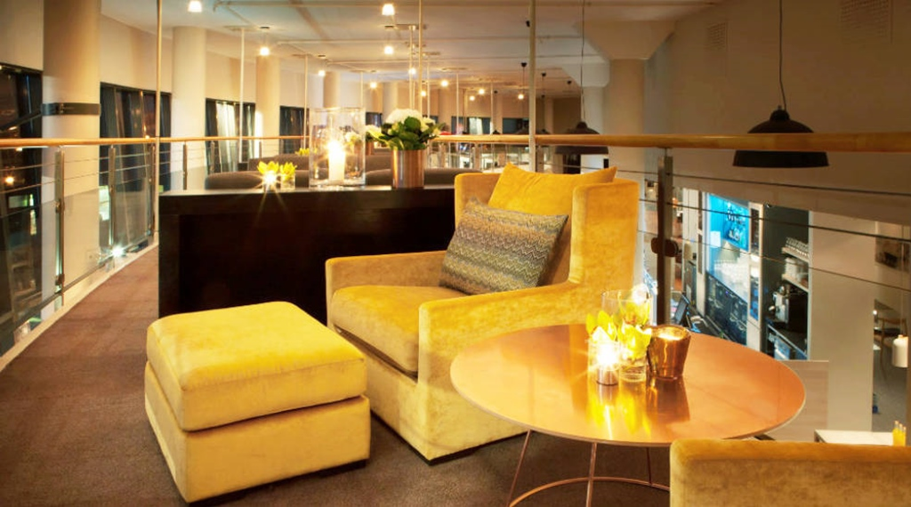 The distinctive balcony and cosy small lounge area at Quality Tonsberg Hotel