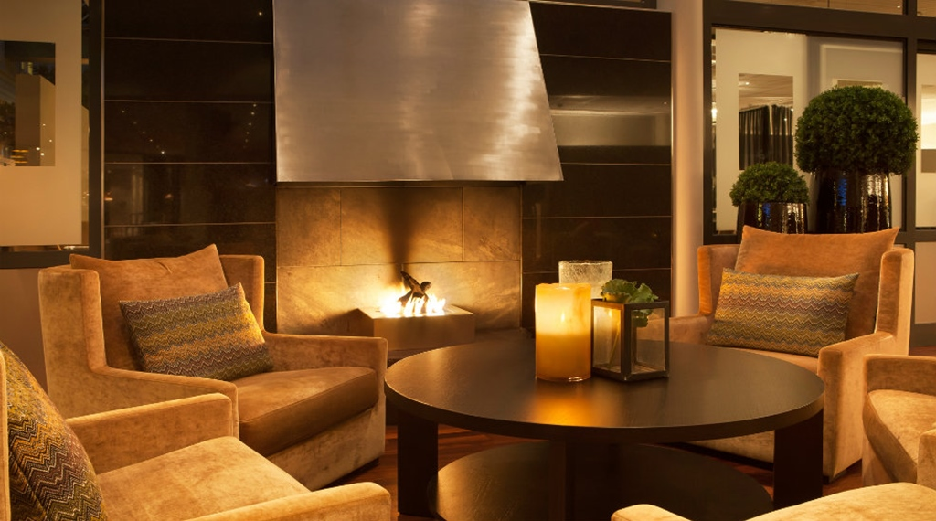 Cosy and comfortable lounge style lobby with an open fire space at Quality Tonsberg Hotel