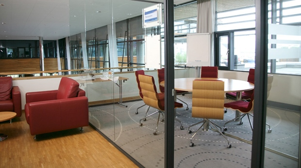 Contemporary and well-furnished conference lounge and meeting room at Quality Ulstein Hotel in Ulsteinvik