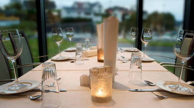 Hip and spacious gourmet restaurant with space for 120 guests at Quality Ulstein Hotel in Ulsteinvik