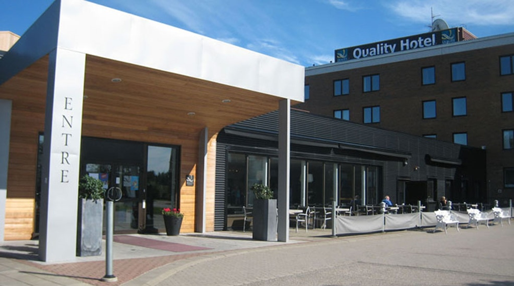 The entrance and facade of the Quality Hotel Vanersborg