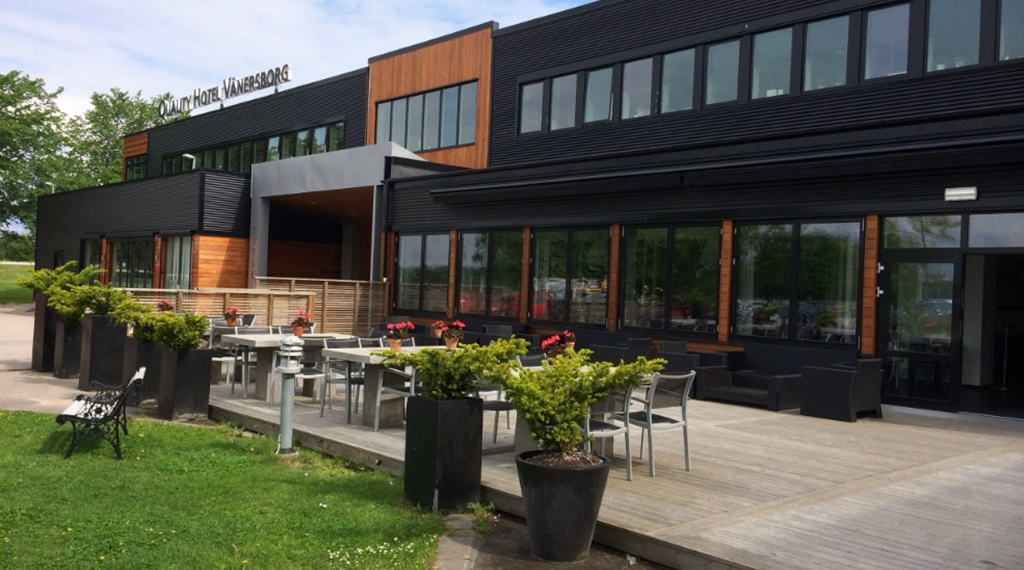 Large and well-furnished outdoor terrace at Quality Hotel Vanersborg