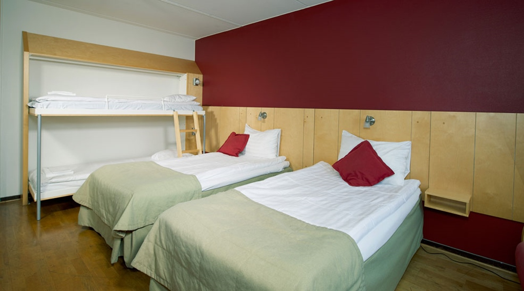 Family hotel room with twin beds and bunkbeds at Quality Winn Hotel in Goteborg