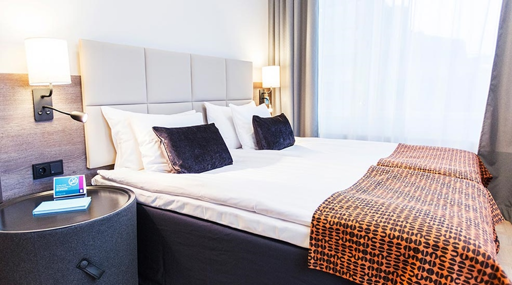 Standard double room with a double bed and pillows and bed spread at the Quality Hotel Winn Haninge